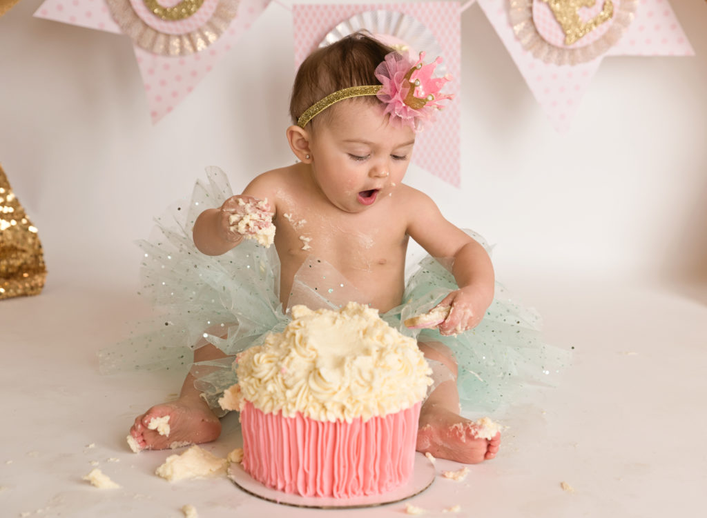 kathy rogers photography, lorain county photographer, newborn photographer, maternity photographer, family photographer, child photographer, senior photographer, photos, pictures, photography, cake smash, baby girl, one year old, 1, milestone, cake, crown, banner, tutu, pink, mint, headband