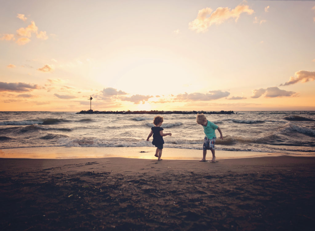 kathy rogers photography, lorain county photographer, newborn photographer, senior photographer, family photographer, maternity photographer, child photographer, beach, sand, water, lake, erie, kids, children, brother, sister, playing