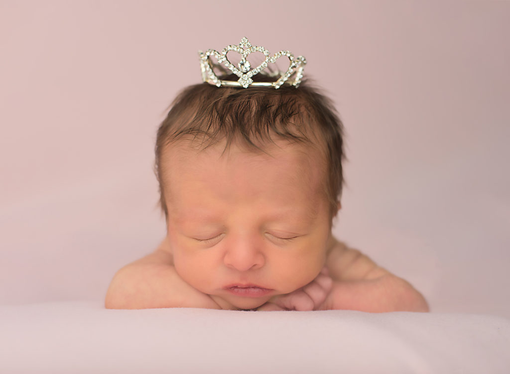 newborn photography_newborn photographer_baby girl_ baby photos_crown_pink_sleeping newborn