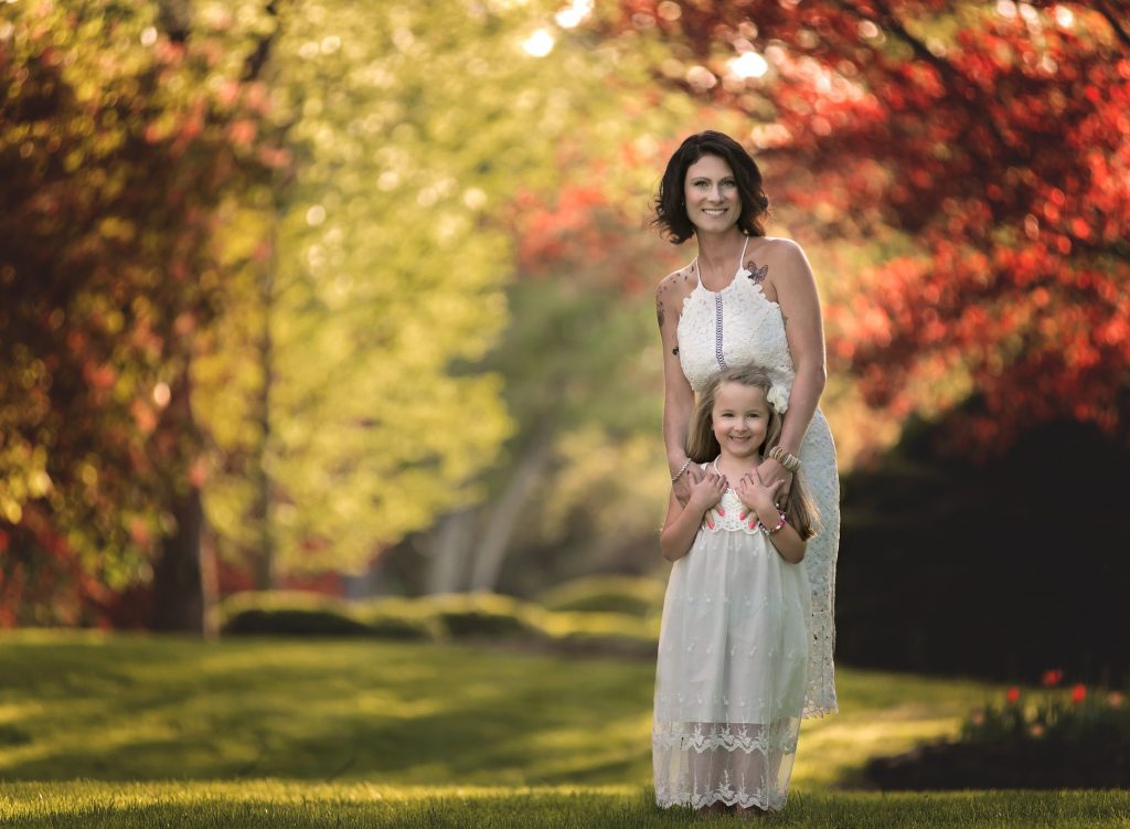 kathyrogersphotography_loraincountyphotographer_familyphotos_familyphotographer_mother_daughter_fall_dresses_bond